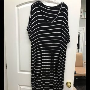 Dresses & Skirts - Boutique black and white striped maxi dress